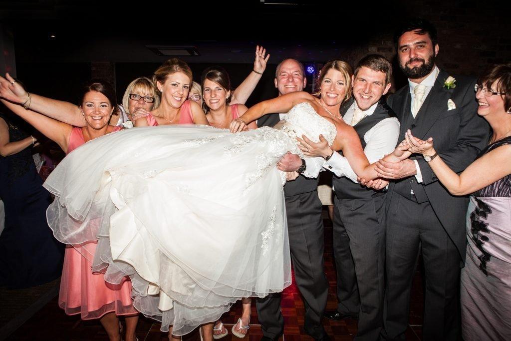 0 WAYS TO WOO YOUR BRIDE